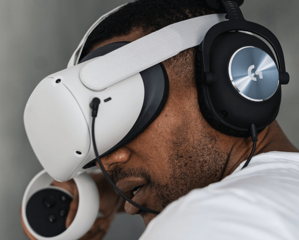 logitech g pro vs g333 phones - oculus quest headphones